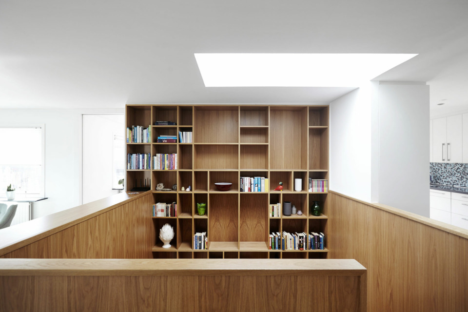 Erik-Nord-Arkitekt-klokkerbakken-villa-Aarhus-Aabyhøj-ombygning-parcelhus-reol-trappe-snedker-02