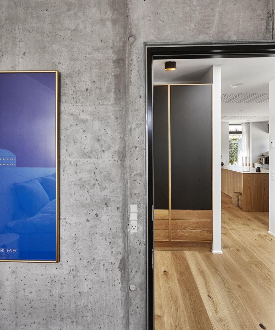 Erik-Nord-Arkitekt-Egebaeksvej-villa-ombygning-parcelhus-betonvaeg-egetrae-04
