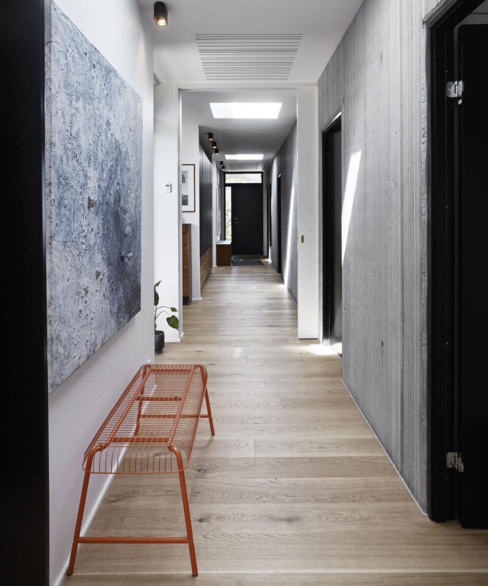 Erik-Nord-Arkitekt-Egebaeksvej-villa-ombygning-parcelhus-betonvaeg-egetrae-05